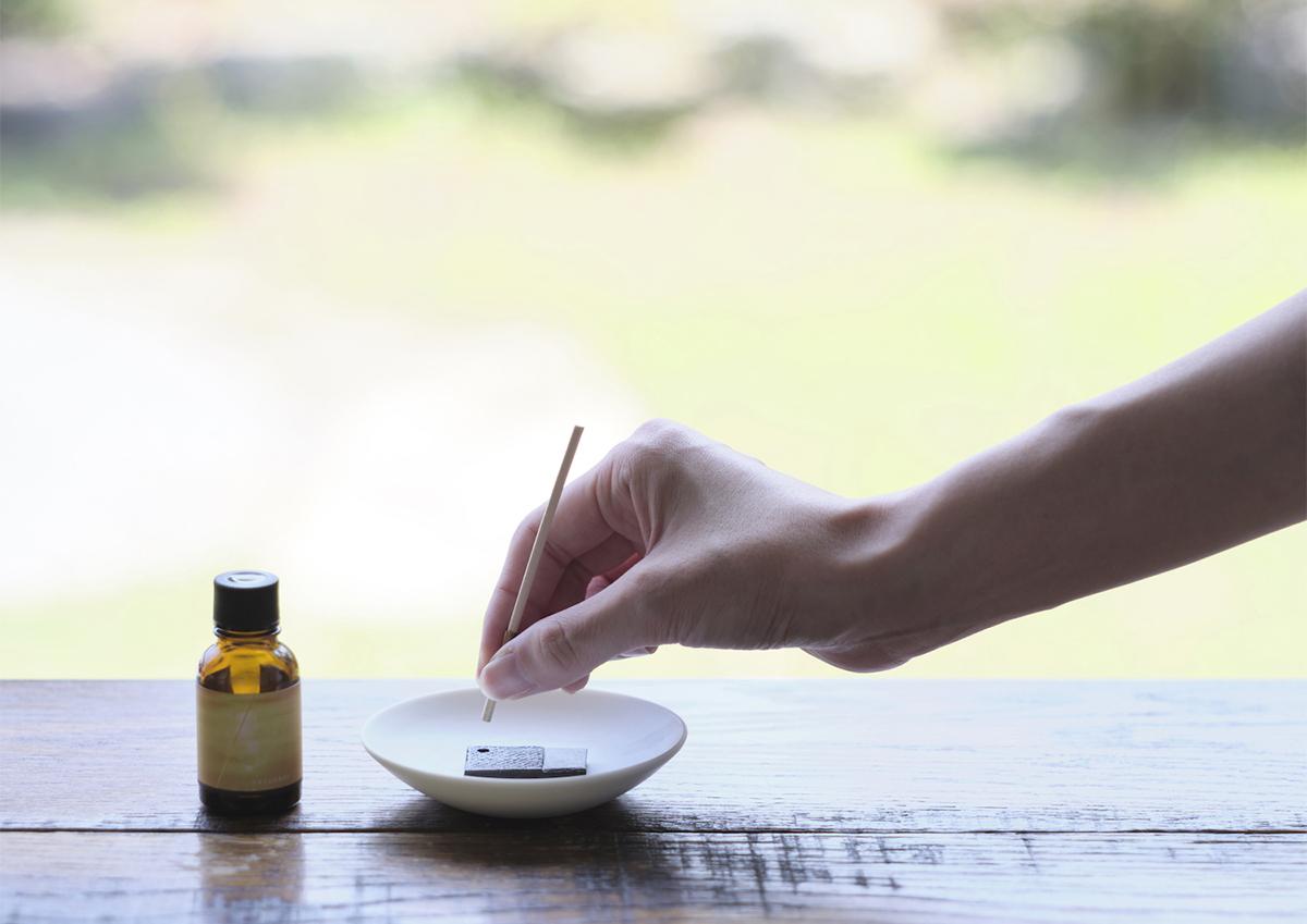 火を使わないニュータイプのお線香。香りの新ブランド「hito/toki」に注目