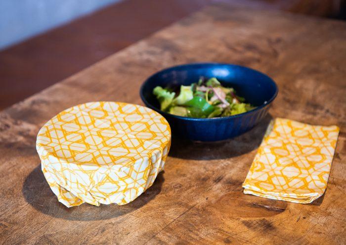 自然の素材を活かした、何度でも使えるエコな食品用ラップ「MITSUROU WRAP」