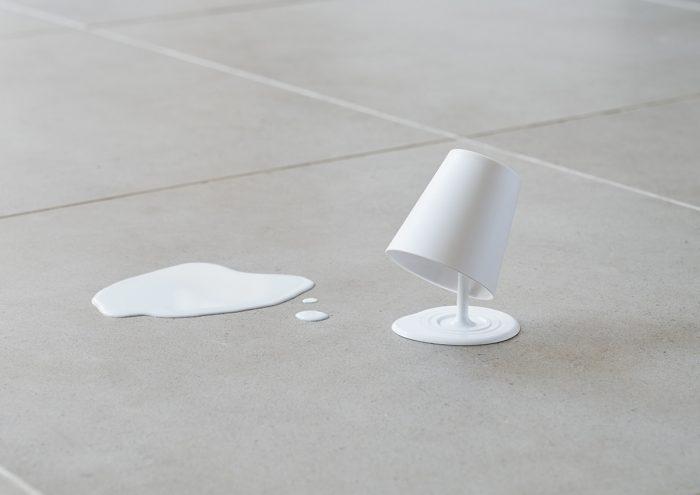 思わず二度見してしまう!ユニークな発想で衛生的に使えるコップ&スタンド「Oh!!」