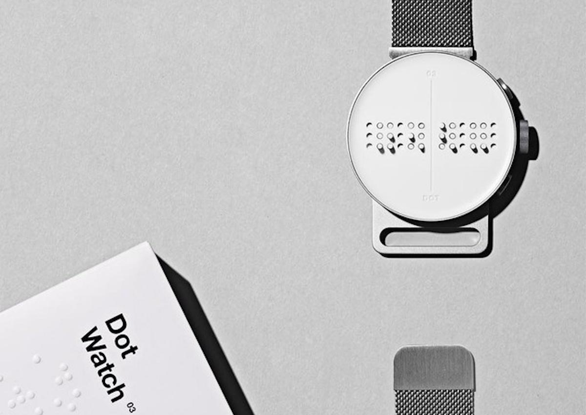 指先の感覚で読み取る、点字が浮き出る新感覚のスマートウォッチ「Dot Watch」