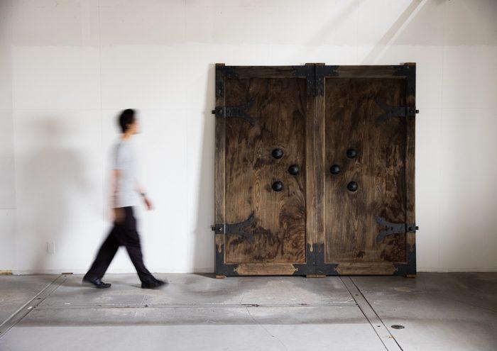 """古民家の古き良き""""蔵戸""""をリフォームし、新たな空間に再利用。蔵戸専門店「松治郎商店」"""